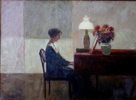 Woman_playing_piano